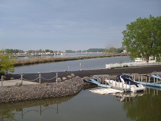 #A - Newer Construction Waterfront w/ Dock And Fabulous Patio (Sleeps 8)