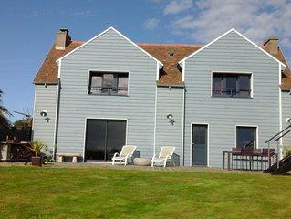 La maison bleue tres belle vue mer proche TREGASTEL
