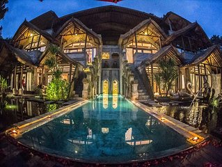 Private 8 bedroom villas + swimming Pool