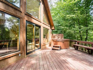 3 BR cabin with big deck and gorge overlook