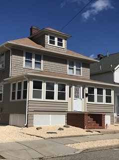 Great Beach House! Just 3 houses To The Jenkinson Boardwalk!!