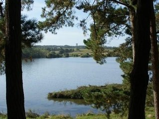 Maison en pierre avec grand parc et vue panoramique sur la riviere