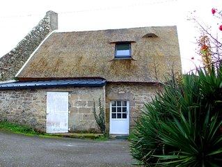 Maison de pêcheur en pierre et en chaume