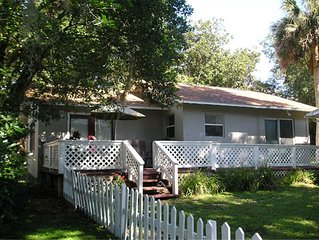High Hedges Cottage  - Close to downtown Mt Dora in quiet neighborhood