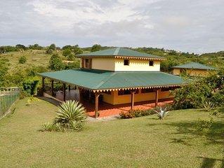 Villa avec piscine, vue sur mer, a 2 km de la plage, 3 chambres, 8 personnes