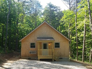 Cozy cabin that sleeps 6 in the heart of Hocking Hills. One night stays allowed.