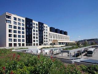 Chambre double en appart hotel a proximite immediate d'une ligne RER