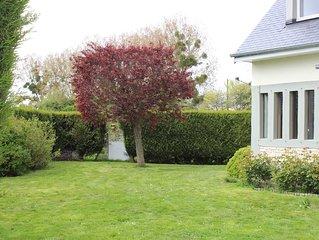 Villa cabourg tres lumineuse grand sejour et jardin au calme