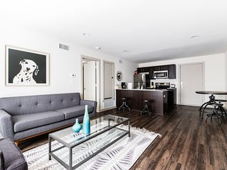 208 Reagan . Stylish Apartment Close to all the Hotspots