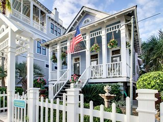 Charming coastal cottage just 200 steps from beaches & shared pool