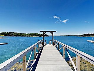 Seaside Dream! 3BR Cottage w/ Fireplace, Private Cove, Kayaks & Dock
