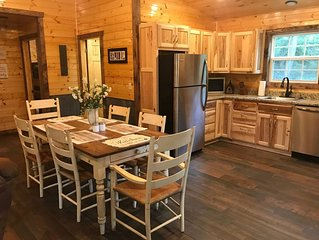 Almost NEW  Cabin w/ fireplace. Near Buffalo River, Hiking nearby, secluded