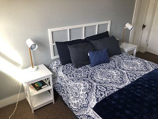 JAN. WEEKENDS SPECIAL $65/nt Bright & Cozy 2nd Floor Apt. Downtown Loudonville