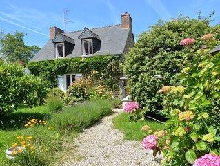 Petite maison de pêcheur dans un grand jardin