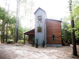 Brand New! Fireside Creek Cabin! 3BR;3Bth; Sleeps 10;Hot Tub; Fire Ring; Bunk Rm