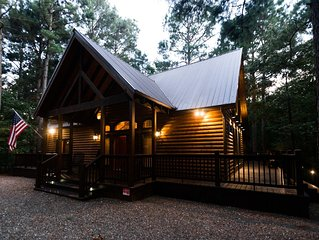 Time Well Spent Cabin! Spacious! Luxurious! 3 BR; 2.5Bath; Hot Tub; Shuffleboard