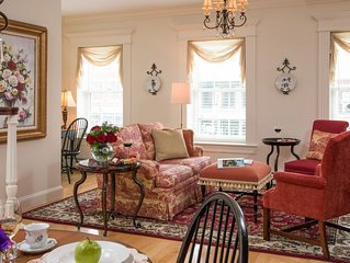 Luxurious suite w/ full kitchen - views of Main Street