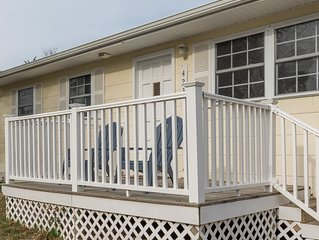 1 BLOCK to BAY  & GORGEOUS SUNSETS - DelBay Cottage - 3BR 1.5 BA