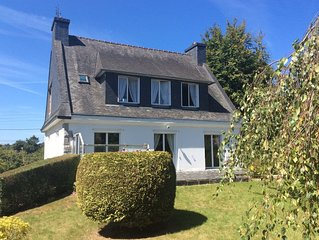 Spacieuse maison avec jardin,  au calme à deux pas de la Côte de Granit Rose