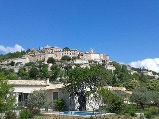 Maison neuve, lumineuse, avec piscine privative chauffee au coeur de la Provence