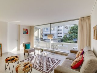 Central, modern apt. w/ balcony, steps to the beach, restaurants & bars!
