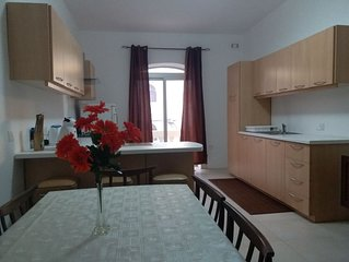 Bright and Large, 2 Bedroom Apartment with AC