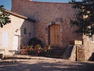 Maison du 14e siècle, aux abords de Simiane la Rotonde, entre Ventoux et Luberon