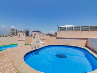 Centrico depto con piscina en terraza Central apartment w/ seasonal rooftop pool