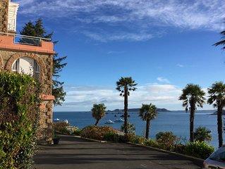 Appartement calme, lumineux, rénové, vue panoramique mer,  sur plage TRESTRAOU