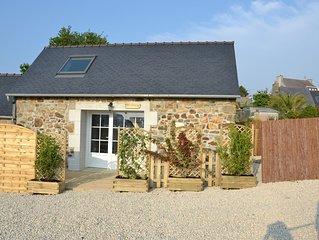 Petite maison en pierre, refaite a neuf, ideal couple, a 500 m de la mer, du GR