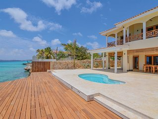 oceanfront villa Dushi Lugar with direct private sea access