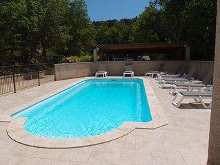 Villa climatisee avec piscine chauffee,  tres  belles prestations.