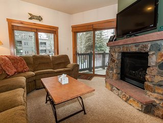 Balcony Overlooks Pool & Hot Tub, King Bed, Updated Kitchen, Free WIFI