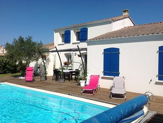 Maison contemporaine avec piscine chauffee
