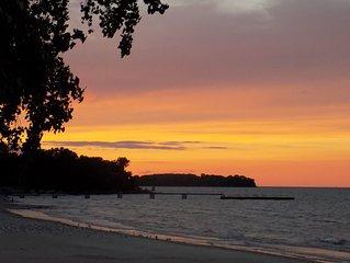 Charming Gem Beach, Catawba Island Condo- Beachfront!
