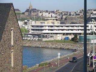 Appt 3***TRES CLAIR spacieux loggia WIFI mer 50m près des ports et centre  ville