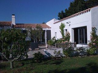 Maison de 135 m2, 4 chambres, jardin de 3000m2, au calme, près du Vieux Chateau