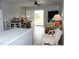 Condo (brand new kitchen and living room) close to the beach.