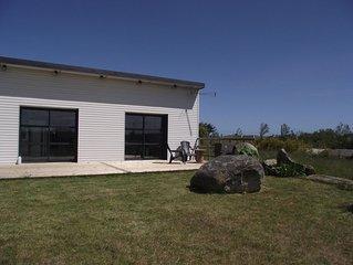 Finistere, Cleder, maison de plain-pied, grand jardin, 350m plage de Kerfissien