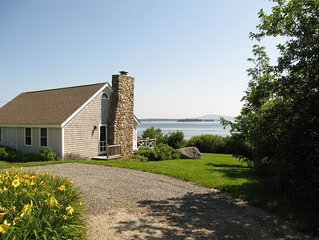 """""""Sea Meadow' Oceanfront Cottage: Lighthouse Views and Private Beach"""