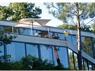 Maison d'architecte en béton et verre, au pied du Belon