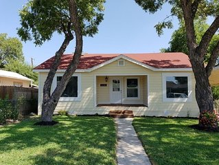 Los Angeles Heights Cottage: 8 miles from Downtown
