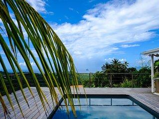 La Villa Bellevue et sa piscine vue mer sur le Diamant