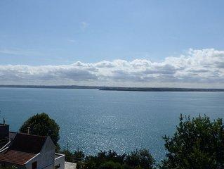 Gite vue mer sur la Baie de Saint Brieuc, acces GR34, 10 min a pied de la plage