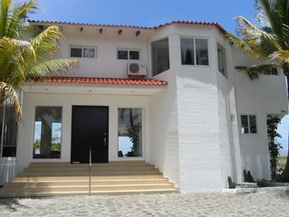 Spectacular!! Beachfront House La Providencia