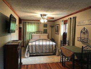 Hocking Hills Inn, Hemlock Suite