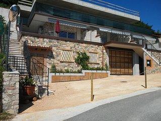 Neue Wohnung, grosse private Terrasse, atemberaubender Seeblick und Parkplatz