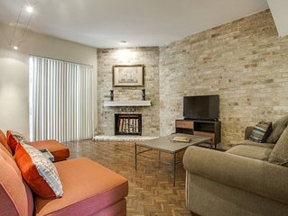 Relaxed Uptown Dallas Townhouse : On Katy Trail near SMU