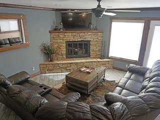 Relax in this Cool Location, Hot Tub, Near the River and Ski Area, Balcony Views