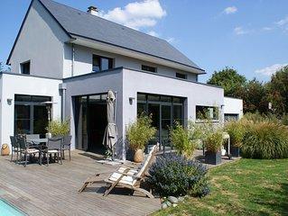 Maison avec piscine à 28° idéalement située pour visiter la Normandie!